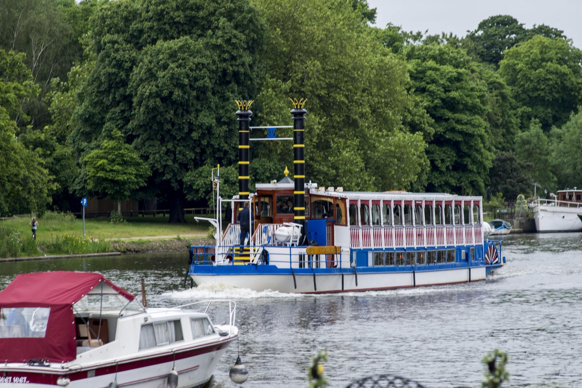 Kingston-riverboat